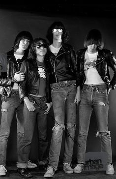 The Ramones in concert- Joey Ramone - London 1977 Joey Ramone, Ramones, Punk Rock, The Stooges, The Jam Band, Band Posters, Rock Posters, Music Posters, The New Wave