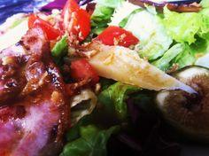 Ensalada de quesos, higos, tomates y bacon. Mucho sabor en nuestro menu diario a 10,50€ menú. Restaurante Vinoteo Oviedo. c/ Campoamor, 29, Oviedo. T 984 08 16 96 #Asturias #Gastronomía #Calidad #ComidaCasera #Menu #HoraDeCenar #HoraDeComer #Comida #Comer #OviedoEstaDeModa #Foodie #FoodieLovers #Menú #GastroLovers #Fame #Vino #Vinos #IrDeVinos #Gastronomia #FoodPorn #Yummy