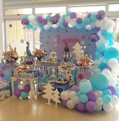 Fiestas para niña in 2020 Frozen Birthday Decorations, Elsa Birthday Party, Frozen Themed Birthday Party, Disney Frozen Birthday, 4th Birthday Parties, Frozen Balloon Decorations, Frozen Balloons, Frozen Birthday Invitations, 5th Birthday