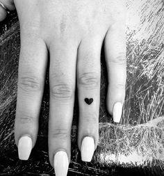 38 Super Cute Finger Tattoos - TattooBlend Ring Tattoos, Love Tattoos, Small Tattoos, Tattoos For Women, Ring Tattoo Designs, Self Love Tattoo, Get A Tattoo, Tattoos Lindas, Cute Finger Tattoos