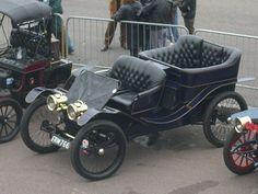 1901 Lanchester 12 h. Vintage Cars, Antique Cars, Jaguar Daimler, Vintage Dance, Tata Motors, Old Classic Cars, Motor Company, Car Manufacturers, Rolls Royce