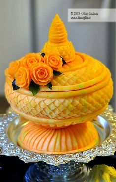 Best Fruit And Vegetables Art Watermelon Carving 29 Ideas Deco Fruit, Ambrosia Recipe, Fruit Creations, Edible Food, Edible Art, Fruit And Vegetable Carving, Food Carving, Watermelon Carving, Food Garnishes