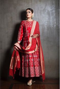 These Bollywood Celebs In Red Saree Totally Nailed Their 2019 Karwa Chauth Look! Indian Wedding Outfits, Indian Outfits, Indian Clothes, Luxury Wedding Dress, Wedding Wear, Wedding Bride, Red Saree, Indian Designer Outfits, Bollywood Fashion