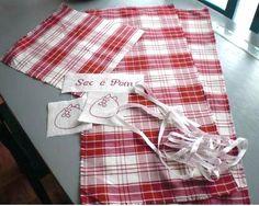 Voici le tutoriel en image pour la confection d'un sac à pain fait maison.. Voici le tutoriel complet gentilment transmis par Gladys de L'Atelier de Gladys   Fournitures :  - 2 morceaux de tissu de 33 x 75 cm pour l'extérieur  - 2 morceaux de tissu de 31 x 75 cm pour la doublure  - 1...