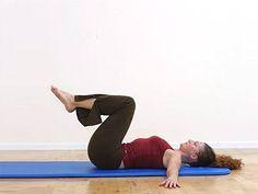 Her har vi samlet4 effektive øvelser, som styrker ryg og mave. Øvelserne kræver ingen redskaber - kun en træningsmåtte og en vis portionkoncentration. Disse gode rygøvelser er især gode som forebyggelse af rygproblemersamt vedligeholdelse af den sunde ryg. Husk atopsøge din behandler, hvis du har smerter i ryggen.  Sådan gør du Du kan med forde...