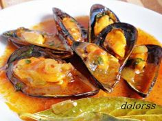 Mejillones a la marinera con vino blanco | Comparterecetas.com Fish Recipes, Seafood Recipes, Cooking Recipes, Healthy Recipes, Spanish Cuisine, Spanish Dishes, Salty Foods, Kitchen Dishes, World Recipes