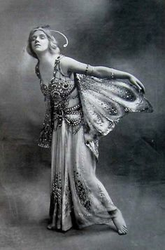 "Phyllis Monkman in ""The Butterflies"", by Foulsham & Banfield, 1910"