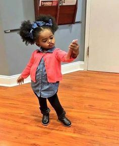 little black girls hairstyles Baby 30 Cute and Easy Natural Hairstyle Ideas For Toddlers Cute Black Babies, Beautiful Black Babies, Beautiful Children, Cute Babies, Black Baby Girls, Baby Wallpaper, Baby Kind, Pretty Baby, Outfits Niños