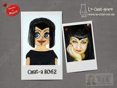 Muñequita Chat-a personalizada broche (nº serie B062). Hecho a mano. http://artesanio.com/le-chat-noir-hecho-a-mano/chat-a-personalizada-n-serie-b062+73440