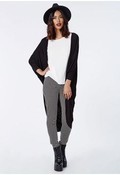 Work a laid back look this season in this oversized black kimono. The slouchy style and batwing features makes this the perfect cover up and ideal for adding a versatile piece to your wardrobe. Wear with skinny jeans, boots and a fedora to ...