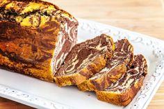 Bine ati venit in Bucataria Romaneasca Ingrediente -5 oua -120 g faina -150 g zahar -100 g miez de nuca -1/2 lamaie -zahar vanilat -cacao Mod de preparare Se freaca