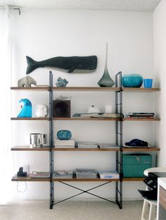 the multi-talented jonathan lo of happy mundane transformed the IKEA enetri shelf (craigslist) and micke desk into delicious I-CANDY by swathing them in faux-walnut contact paper. Ikea Bookshelf Hack, Ikea Shelves, Bookshelves, Basement Shelving, Blue Shelves, Bookshelf Ideas, Bookshelf Styling, Open Shelving, Ikea Hacks