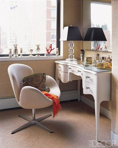 Lisa Pomerantz New York Apartment - Modern Home Design - In the master bedroom, a Swedish writing desk, Arne Jacobsen Swan chair, and Art Deco table lamp. Home Design, Interior Design, Dressing Table With Chair, Dressing Tables, Dressing Rooms, Sweet Home, Bedroom Desk, Master Bedroom, Condo Bedroom