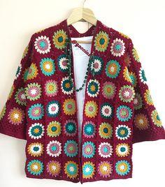 Günaydın ☕️Evet, bittikse bir poz alalım ve sevgili Zeliha hanım için yola çıkmaya hazırlanalım, güzel günlerde kullanılsın diliyorum ❤️ Crochet Coat, Crochet Cardigan, Crochet Granny, Crochet Scarves, Crochet Clothes, Crochet Stitches, Crochet Patterns, Couture, Crochet Projects