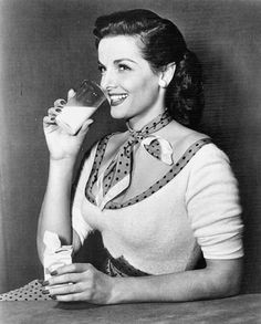 Jane Russell enjoying a snack (love her polka dot filled outfit). #vntage #1950s #actresses