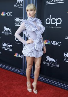 Taylor Swift attends the 2019 Billboard Music Awards at MGM Grand Garden Arena on May 2019 in Las Vegas, Nevada. Get premium, high resolution news photos at Getty Images Taylor Swift Legs, All About Taylor Swift, Live Taylor, Taylor Swift Style, Red Taylor, Taylor Swift Pictures, Taylor Alison Swift, Hot High Heels, Taylors