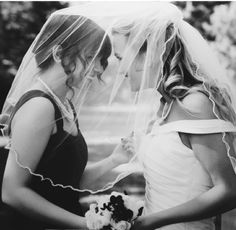 Beautiful idea for a photo! Sister or maid of honor!