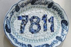 china crafts House numbers using blue and white china platter and broken china pieces Mosaic Vase, Mosaic Flower Pots, Mosaic Planters, Mosaic Projects, Craft Projects, Mosaic Crafts, Mosaic Ideas, Craft Ideas, Decorating Ideas