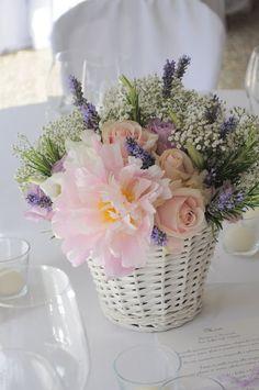 Il matrimonio di Virginia e Stefano sicuramente è uno tra i meglio riusciti di quest'anno. Una sposa con buon gusto che si è ben incontrato con le nostre proposte. Il suo amore per i fiori e per lo stile provenzale ci ha indirizzato verso l'utilizzo di fiori come Peonie, Lavanda e Lisiantus e Rose Ocean. …