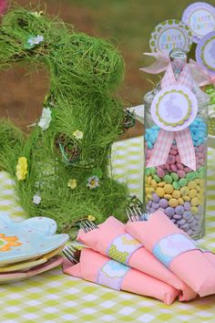 A complete party package of free printables - includes cupcake wrappers and toppers, tags and labels,napkin wraps, etc. Perfect for an Easter or spring party or brunch. #Spring #Printables #Tags #Labels #Free