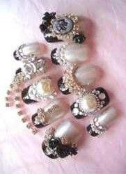 Pearl Nail Design Pearl Nails, Cool Nail Art, Finger, Nail Designs, Bling, Pearls, Floral, Beautiful, Future