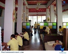 Giữa một Bangkok nhộn nhịp là thế, ồn ã là thế..nhưng vẫn tồn tại những địa điểm mà ở đó người ta có thể trở về với sự nhẹ nhàng, bình yên lạ thường – đúng với những gì vốn có của Bangkok ngày xưa. Ở đó, con người ta được trải lòng, được sống chậm lại, được ngắm nhìn toàn cảnh một thành phốdu... Xem thêm: http://thailansensetravel.com/du-lich-bangkok-kham-pha-7-dia-diem-binh-yen-la-thuong-n.html