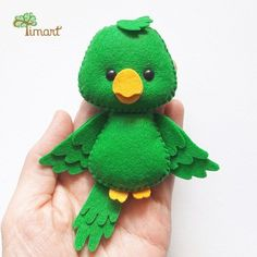 You can access more content by visiting the site. Apostila Digital - Araras e Papagaio - Felt Crafts Diy, Felt Diy, Cute Crafts, Crafts To Make, Felt Patterns, Stuffed Toys Patterns, Felt Keychain, Felt Birds, Felt Christmas Ornaments