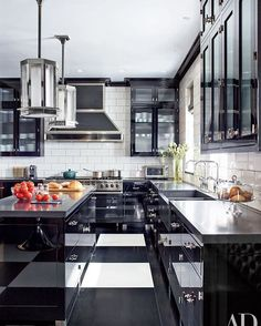 WEBSTA @ munamommy - MUNAMOMMY ONLINE //   Ladies, how incredible is this kitchen? We're obsessed with this black and white concept! Head over to our blog for more beautiful kitchens that will make you want to put on your apron immediately! #munamommy #munalifestyle #kitchengoals #interiordesign #love #homedecor