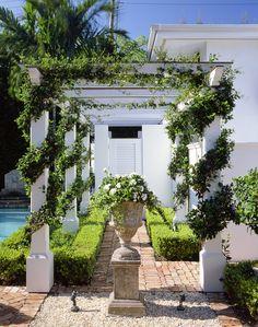 Tropical Boxwood Garden, Garden Urns, Porch Garden, Lush Garden, Garden Paths, Beautiful Flowers Garden, Beautiful Gardens, Outdoor Spaces, Outdoor Living