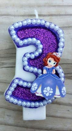 This listing is for a Sofia the First Birthday Candle in your choice of number. Each candle is hand painted and glittered! Very sparkly and