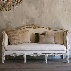 Lovely+vintage+daybed+in+a+smokey+cream+finish+and+duct+upholstery+with+burlap+sides.+Metal+studding+provides+nice+element!+Similar+to+DV602 44H+x+76W+x+30D Seat+Height:+21 Circa:+1950 Return+Policy: This+item+is+not+eligible+for+returns+or+exchanges+so+please+make+sure+to+look+over+the+pictures+and+ask+questions+before+purchasing+this+beautiful+piece.