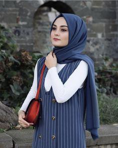 Hijab Style, Hijab Chic, Street Hijab Fashion, Fashion Outfits, Womens Fashion, Girl Hijab, Hijab Outfit, Muslim Girls, Muslim Women