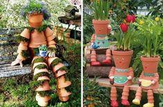 déco de jardin en  pots en terre bonhommes avec mousse et fleurs