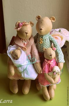 "all i can say to this tilda bear family is, ""Aaaaaawwww! Stitch Toy, Tilda Toy, Fabric Animals, Fabric Toys, Bear Doll, Sewing Toys, Soft Dolls, Handmade Toys, Plushies"