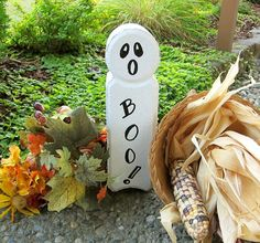 An inexpensive and easy Halloween craft for all ages - ghosts made with concrete edging stones Easy Halloween Crafts, Halloween Items, Fall Crafts, Fall Halloween, Holiday Crafts, Halloween Decorations, Diy Crafts, Painted Pavers, Painted Rocks