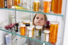 Viele Medikamente sind nur für Erwachsene getestet - ob sie Kindern helfen, ist unsicher. Das ist kein Zufall: Die Pharmakonzerne halten sich zurück, denn Kinderarznei ist kein lukratives Geschäft.