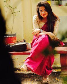 Beautiful Saree, Beautiful Dresses, Beautiful Women, Indian Bridal Photos, Saree Photoshoot, Beautiful Blonde Girl, Outdoor Portraits, Most Beautiful Indian Actress, Indian Beauty Saree
