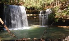 Nachádza sa v Bankhead National Forest, Caney Creek Falls je jedným z najmalebnejších vodopádov v Alabame. Pretože táto oblasť je mokrá po celý rok, vodopády nikdy vyschnúť. 3. Cheaha Falls