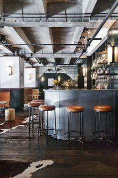 The Ace Hotel Los Angeles offers an inviting atmosphere for guests to relax and refuel in. Ace Hotel Los Angeles, Warehouse Home, Loft Style, Interior Design Inspiration, House Design, Design Hotel, Architecture, Best Hotels, Decoration