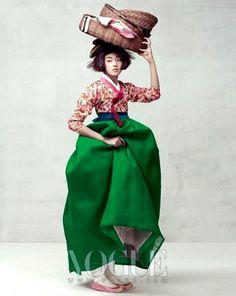 VOGUE Korea : fashion photo shoot with traditional clothes of Korea (hanbok) Korean Traditional Clothes, Traditional Fashion, Traditional Dresses, Modern Traditional, Vogue Korea, Fashion Images, Fashion Art, Editorial Fashion, Fashion Clothes