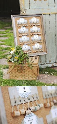 Tableau de liège pour amateurs de vin ! Ici les mariés ont utilisé des bouchons en liège pour réaliser leur plan de table !
