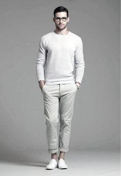 Men& Beige Crew-neck Sweater, Beige Chinos, White Plimsolls, White Rubber W. White Outfit For Men, Beige Outfit, White Outfits, Stylish Men, Men Casual, Look Fashion, Mens Fashion, Fashion Menswear, Fashion 2016