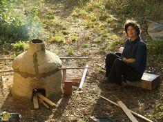 Four à bois construit en torchis à l'atelier smokewoodceramic@gmail.com Pottery Kiln, Gmail, Firewood, Sculpture, Stoves, Pottery Ideas, Architecture, Gardens, Ovens