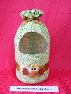 Como Fazer Puxa Saco: 36 Estilos com Passo a Passo How to Bag Pull: 36 Styles with Step by Step Fabric Crafts, Sewing Crafts, Sewing Projects, Paper Crafts, Plastic Bottle Crafts, Recycle Plastic Bottles, Plastic Art, Diy Home Crafts, Crafts For Kids