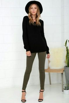 Who says dressy can't be cozy? With the Hold Your Gaze Olive Green Leggings you can have both! Medium-weight leggings have antiqued bronze ankle zips. Legging Outfits, Outfits Pantalon Verde, Leggings Outfit Winter, Sporty Outfits, Fall Outfits, Nike Outfits, College Outfits, Olive Green Pants Outfit, Olive Green Jeans