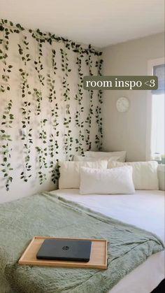 Cute Bedroom Decor, Room Design Bedroom, Room Ideas Bedroom, Bedroom Inspo, Sage Green Bedroom, Dorm Room Designs, Cozy Room, Cute Teen Bedrooms, College Room