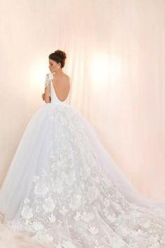 Dream wedding dress option for my daughter Stunning Wedding Dresses, Perfect Wedding Dress, Dream Wedding Dresses, Beautiful Gowns, Bridal Dresses, Wedding Designs, Wedding Styles, Before Wedding, Fantasy Wedding