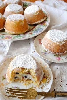 Ricotta cheese and chocolate cips muffins Ricotta-Käse und Schokoladen-Cips-Muffins Italian Pastries, Italian Desserts, Mini Desserts, Delicious Desserts, Yummy Food, Italian Dishes, Ricotta, Mini Cakes, Cupcake Cakes