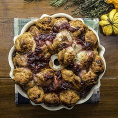 Pull-apart Holiday Monkey Bread Recipe by Tasty