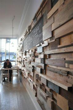Cafe mit einer coolen Wandgestaltung